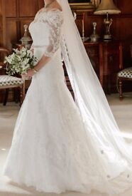 A stunning, ivory, classic lace wedding dress, size 10, excellent condition