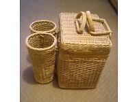 Wicker Picnic Basket with detachable double bottle holder