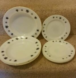 Vintage Pyrex plates/dishes