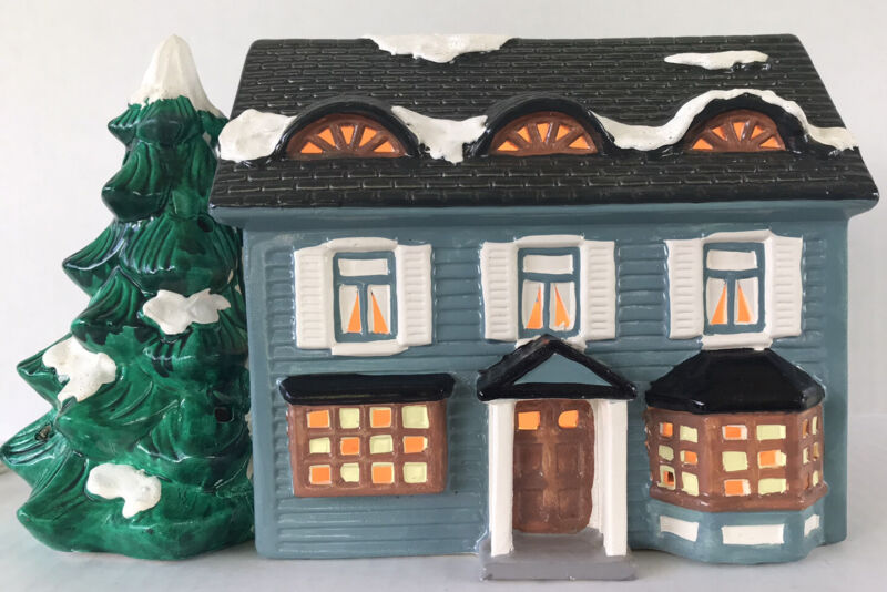 Vintage Department 56 Springfield House Lighted Building Christmas Snow Village