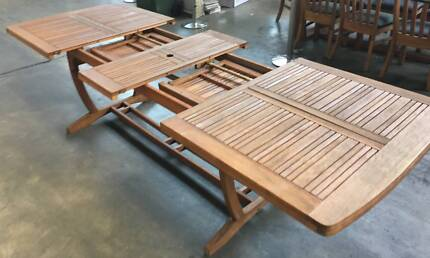 BRAND NEW FREEDOM FURNITURE OUTDOOR DINING SET!!!