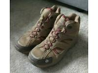 Regatta unisex size 8 walking boots