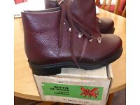 Steel toe cap boots. New. Size 7.