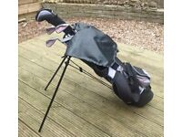 Masters Junior Golf Set (Lilac) (inc 5,7,9 Iron, 3 Wood, Putter, Bag with Stand and Golf Trolley