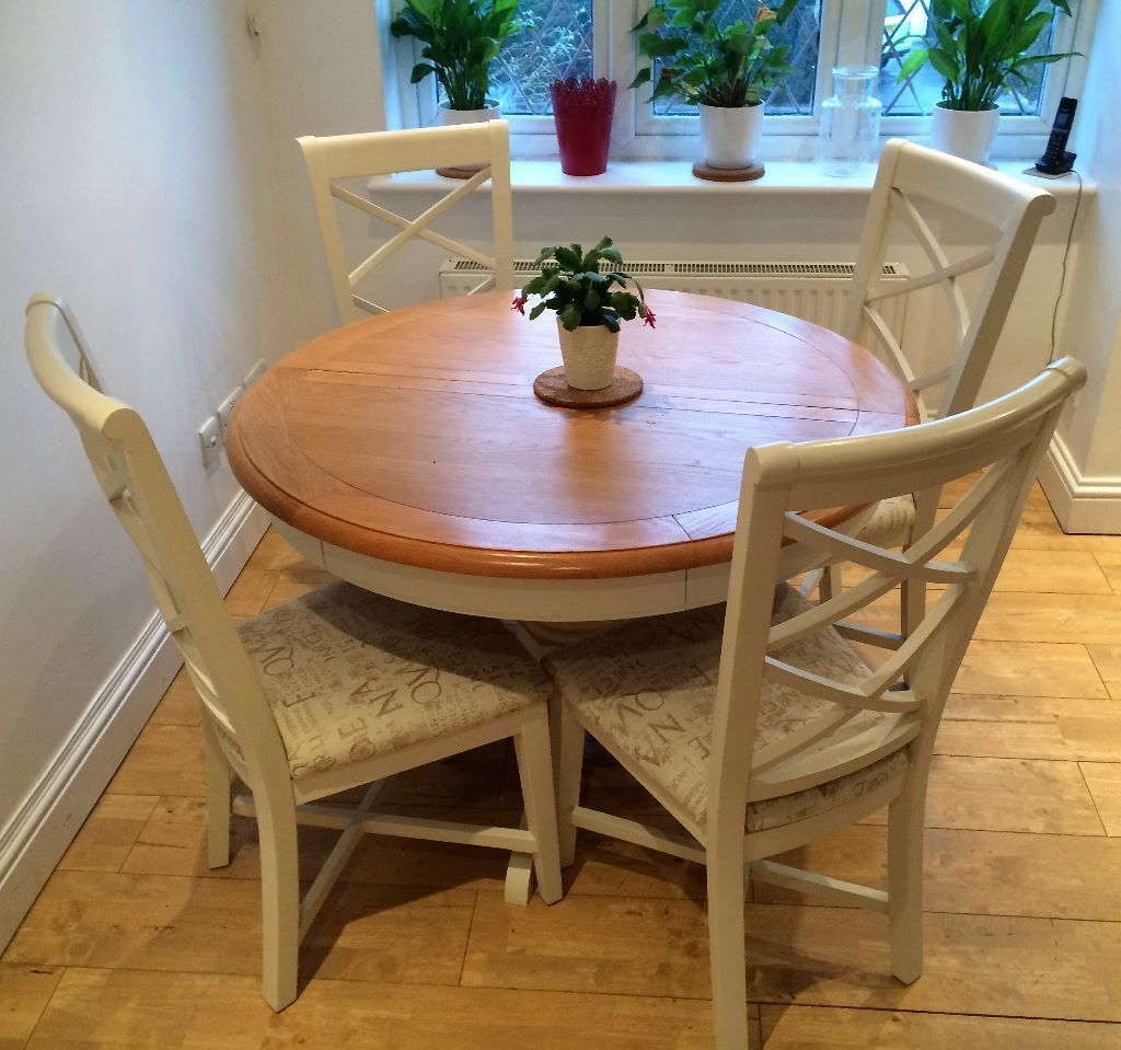Cargo Hartham All Wood Extending Round Dining Table And 4 Chairs   Oak U0026  Cream