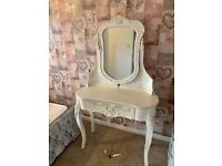 arge dressing table