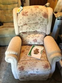 NEW! Petite Electric Rise and Recliner Mobility Chair in Floral Draylon Fabric.