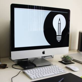 """iMac 21.5"""" with Magic Mouse and Keyboard"""