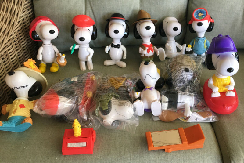LOT OF 12 PEANUTS SNOOPY MCDONALDS TOUR 2000