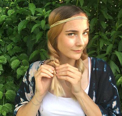 Flechtezopf und Haarband: der perfekte Haarstyle für warme Sommertage. (© Sarah Sommer)