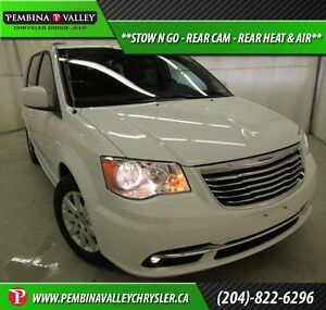 2016 Chrysler Town & Country Touring *STOW N GO, REAR CAM, REAR
