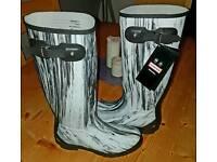 New Hunter Nightfall Wellington Boots – White/Black - Size 8 - RRP £130