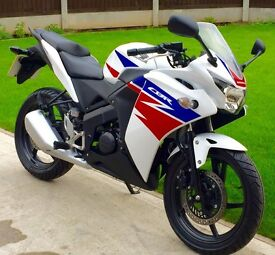 Stunning and immaculate Honda CBR125R (only 2400 miles on clock) UK DELIVERY