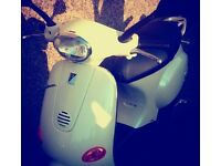 Pearl white Vespa, genuine 1020 miles, mot done 26/4/17