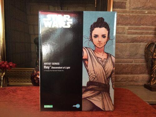 Star Wars: The Force Awakens Rey Descendant of Light Artist Series ARTFX Statue