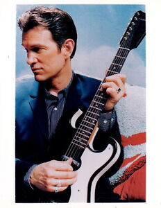 Chris Isaak 8x10 photo P0494