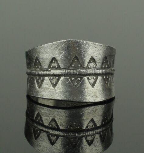 ANCIENT VIKING DECORATED SILVER RING - CIRCA 9th/10th CENTURY   (226)