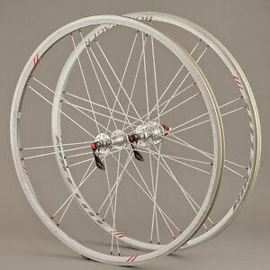 bontrager race x lite wheelset 700c clincher tubeless shimano freehub road bike ebay. Black Bedroom Furniture Sets. Home Design Ideas