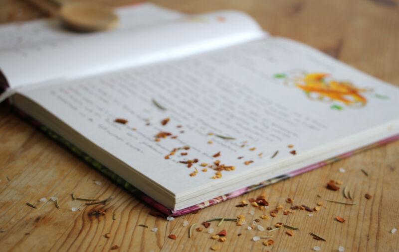 Tipp: Packe eine optisch ansprechende Gewürzmischung dazu – so wird's zu einem besonders schönen Geschenk. (© Sina Huth)