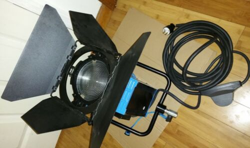 ARRI 2000 Tungsten Fresnel 2000W Light with Bulb and Barn Door Studio Production