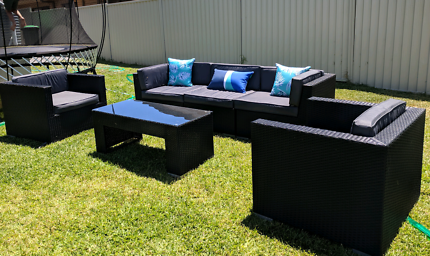 Outdoor wicker lounge setting. Excellent condition wicker.