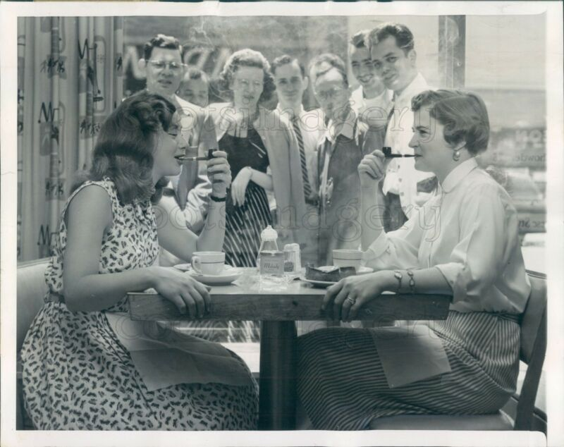 1954 Press Photo 1950s Women Smoking Pipes in New York