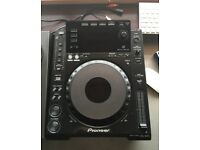 Pioneer CDJ-900 Pair w/ Swan Flight Cases