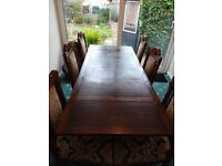 Antique dinning room table with 6 chairs