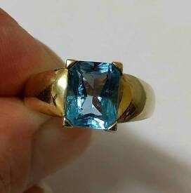 9ct gold and blue topaz ring.
