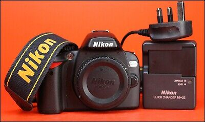 Nikon D40x DSLR Camera Body -  sold with Battery, Charger 3,363 Shots Taken