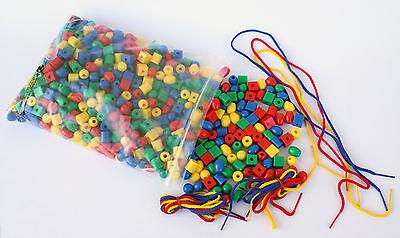 650 Stk. Fädelperlen verschiedene Formen/Farben +Schnüre hygienischer Kunststoff