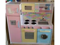 I am selling my little girls toy kitchen as she no longer plays with it £60