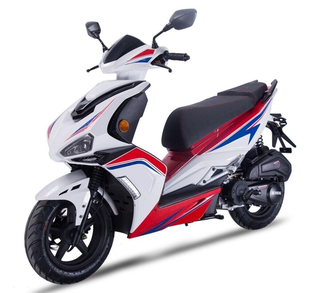 Darkness 125 ccm³ 4 Takt weiss Motorroller Scooter Euro 4 LED LAnlage