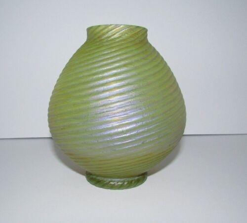 Antique Bohemian Kralik Ribbed Twisted Iridescent Art Glass Vase 328