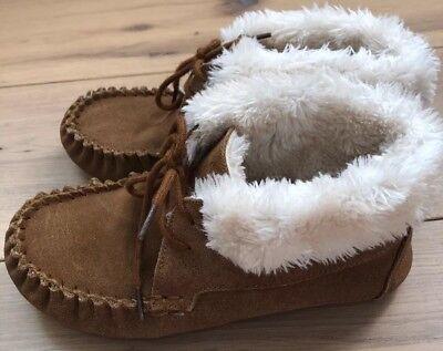 KIDS MOCCASIN SLIPPER TAN Boots Suede-Target-Faux Fur Size 6 -