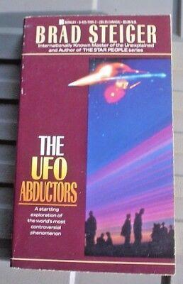 1988 THE UFO ABDUCTORS PAPERBACK BOOK BRAD STEIGER