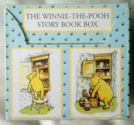 (WAS 15 NOW 10)THE WINNIE THE POOH STORYBOOK BOXSET COMPLETE