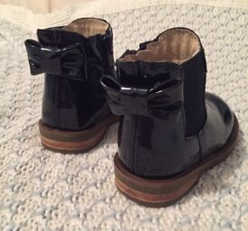 BRAND NEW: toddler size 4 boots (girls)
