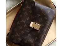 Louis Vuitton pochette meis bag