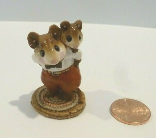 WEE FOREST FOLK RETIRED PIGGY BACK MOUSEY   WILLIAM PETERSEN  1985