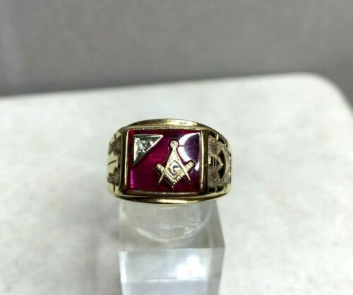 Vintage Signed Trubrite 10k Yellow Gold Ruby & Diamond Masonic Ring