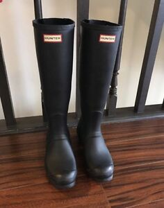 WOMANS HUNTER BOOTS!!