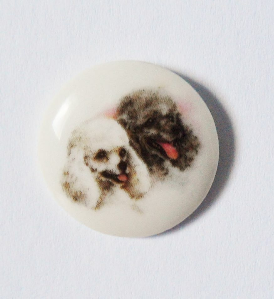 Pin's porcelaine  limoges chiens caniches