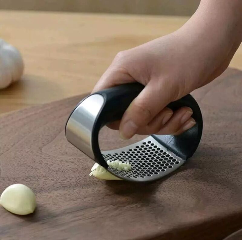 Stainless Steel Garlic Mincer Manual Press Chopping Curve Tool Kitchen Gadgets