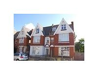 8 Mins walk to surbiton station, 1 Bed Flat ground floor garden flat, cent heat, modern kit and bath