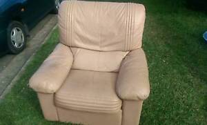 Free lounges and mattress Waratah West Newcastle Area Preview