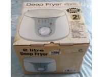 HIGH QUALITY!! BRAND NEW!!!! Elpine NON STICK DEEP FRYER - 2 Litre 1200 Watts STILL IN PACKAGING!!!!