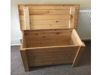 Pine Blanket/Storage Box