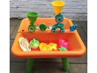 Sand and water table - Early learning Centre