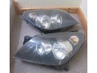 PAIR OF VAUXHALL ASTRA HEADLAMP ASSEMBLIES FROM 2005 CAR FULLY WORKING